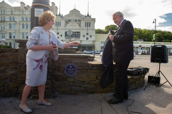 Blue plaque unveiled in memory of Murray Lambden