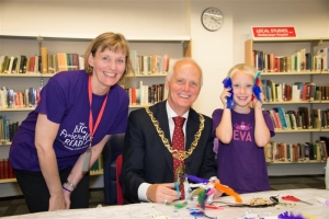 Mayor joins in library activity session